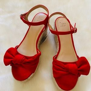 Women's red wedge bow size 7.5 shoes b1